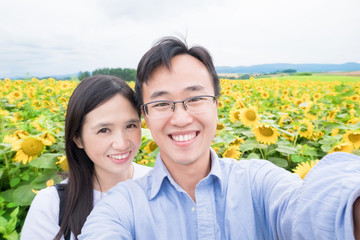 couple selfie with sunflower