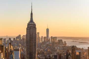 New York City - USA. View to Lower Manhattan downtown skyline with famous Empire State Building and One World Center and skyscrapers at sunset. Fototapete