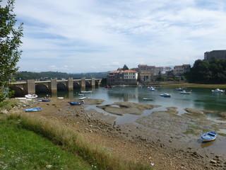 San Vicente de la Barquera, pueblo de Cantabria (España). Limita con el mar Cantábrico y los municipios de Valdáliga, Herrerías y Val de San Vicente
