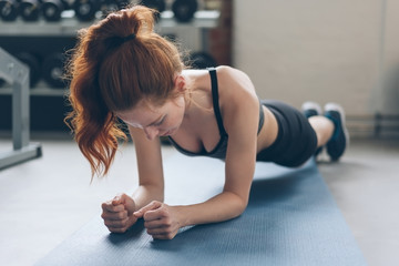Young woman toning her muscles in a gym