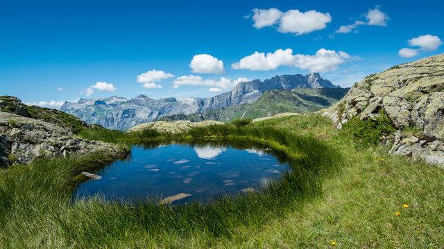 Petit lac de montagne dans les Aravis - Croisse Baulet