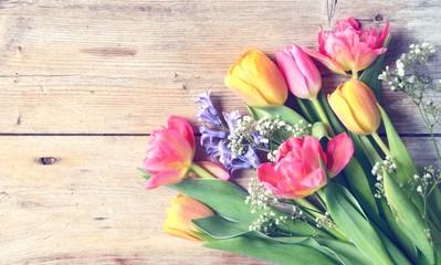 Grußkarte - Frühlingsblumen - Blumenstrauß Rustikal auf Holz