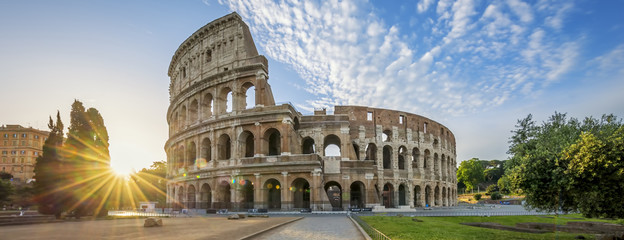 Photo sur Plexiglas Rome Colosseum in Rome with morning sun