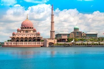Fotorolgordijn Kuala Lumpur Putra Mosque, in Putrajaya federal territory, Kuala Lumpur, Malaysia.
