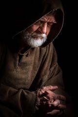 Alter Mönch im Gebet