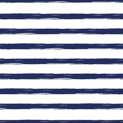 Motif nautique sans couture avec des coups de pinceau peints à la main, fond rayé.