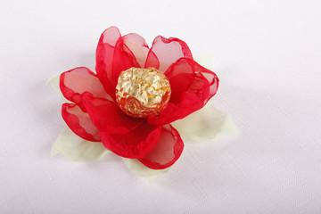 Fabric flower bon-bon presentation