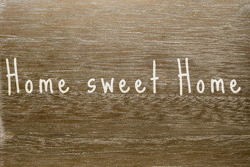 "Holzbrett mit Text ""Home sweet Home"""