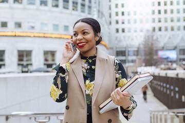 UK, London, portrait of fashionable businesswoman on the phone