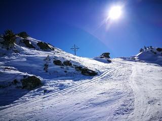 Skitour Aufstieg Gegenlicht