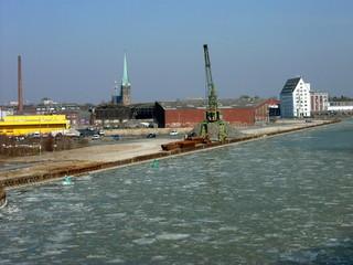 Eisschollen im Winter auf dem Dortmund-Ems-Kanal in Münster in Westfalen im Münsterland