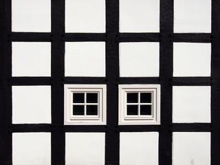 Fachwerkfassade mit Fenstern, Ausschnitt, Deutschland