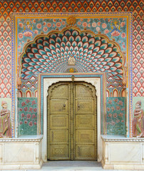 Keuken foto achterwand India Paintings on a door in a palace in Jaipur, India