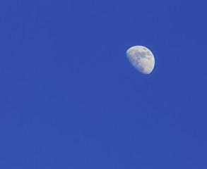 A Crescent moon against a blue sky