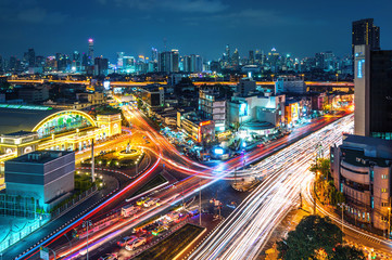 Fototapete - Bangkok cityscape and traffic at night in Thailand.
