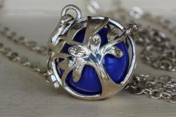 The silver caller pendant