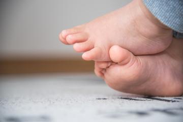 ・足・赤ちゃん・ベビーチェア