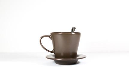 Taza de café o té sobre fondo blanco