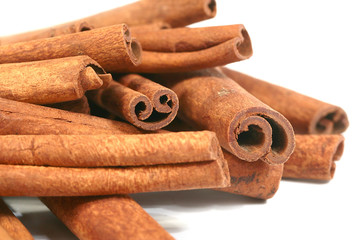 a bunch of fresh cinnamon cooked for consumption