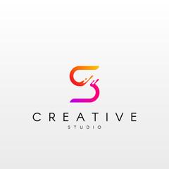 Dynamic Letter Z Logo. Logo Design with Dynamic Splash Liquid.