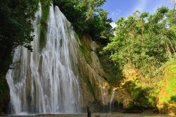 Stores photo Cascade Salto de Limon the waterfall located in the centre of the tropical forest, Samana, Dominikana Republic.