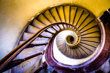 Photo sur Plexiglas Spirale old spiral staircase