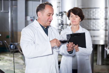 Glad wine maker shows to expert equipment