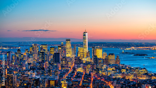 Fotomurales Aerial view of Manhattan skyline at sunset, New York City