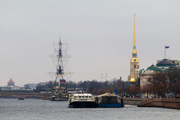 view of the water area of the Neva River, St. Petersburg/ View of the Neva River in Sankt-Peterburg