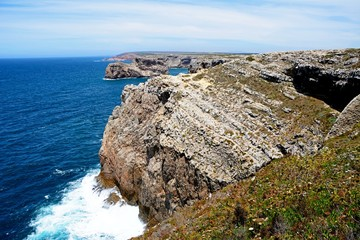 View along the rugged coastline with ocean views, Cape St Vincent, Algarve, Portugal.