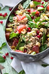 Salade d'Hiver au Quinoa, Boulgour, Avocat, Orange Sanguine, Epinard et Noix