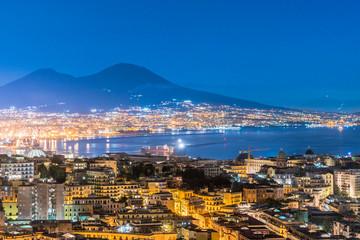 Photo sur Plexiglas Naples Napoli e Vesuvio dall'alto di notte