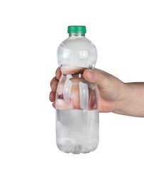 plastikowa butelka z wodą w ręku