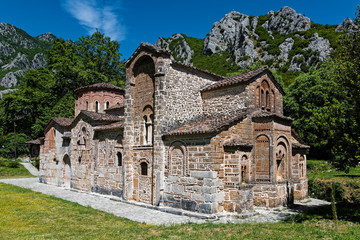 Deurstickers Monument The historical stone church of Panagia at the Pyli village in Thessaly, Greece
