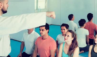 Trainer explains the basics of techniques