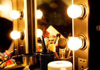 mirror with light bulbs for make-up