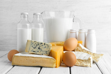 Poster Produit laitier Fresh dairy products and eggs on table