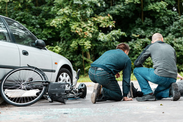 Witnesses of road collision helping