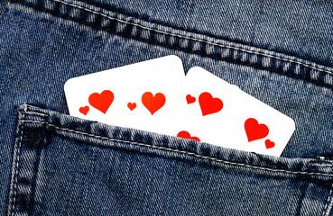 Herzkarten in einer Hosentasche