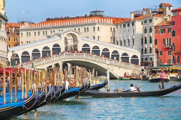 Foto op Canvas Gondolas Rialtobrücke in Venedig