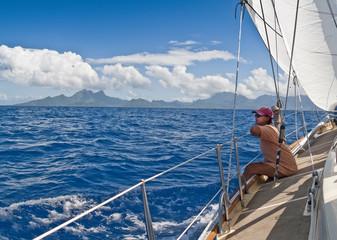 Segelyacht in der Ansteuerung der Insel Tahanea, Französisch Polynesien