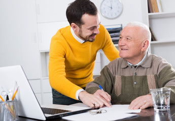 Old man and agent sign lease contract