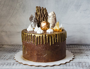 chocolate cake with merengue and salted caramel