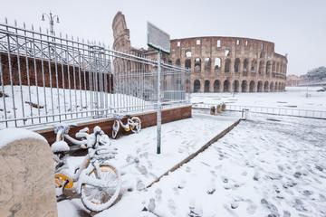Il Colosseo durante la recente nevicata a Roma