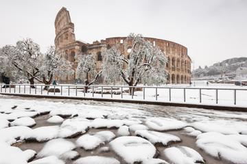 Il Colosseo con la neve, Roma