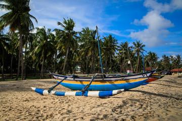 Fischerboote am Strand von Oluvil Sri Lanka