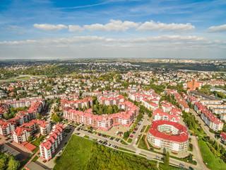 Lublin z lotu ptaka. Krajobraz osiedli mieszkalnych z powietrza.