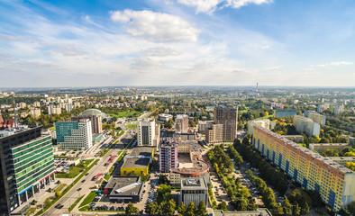 Lublin okolice Ulicy Tomasza Zana. Krajobraz lublina z lotu ptaka. Krajobraz miasta z horyzontem i niebem.