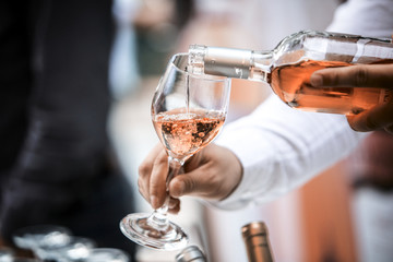 In de dag Restaurant Rose Wine Glass