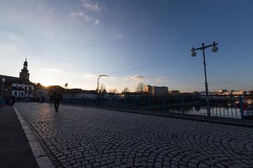 Brücke über die Saar in Saarbrücken im Sonnenuntergang